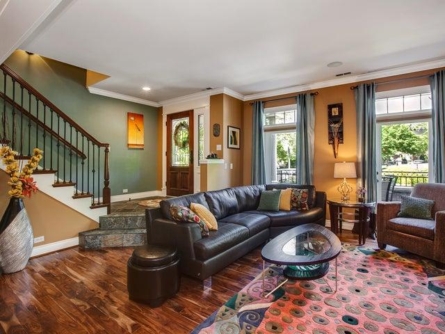 Fabulous Custom Home Overlooking Green River Valley